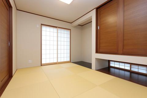岐阜イタヤホームの注文住宅施工事例写真4。畳・床の間がある和テイストな部屋。