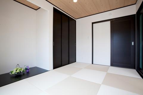 岐阜イタヤホームの注文住宅施工事例写真1。畳・床の間がある和テイストな部屋。