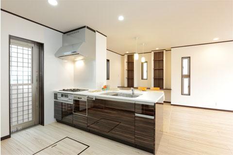岐阜イタヤホームの注文住宅施工事例写真1。モダンテイストなシステムキッチン