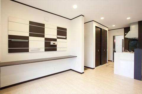 岐阜イタヤホームの注文住宅施工事例写真4。モダンテイストな洋室